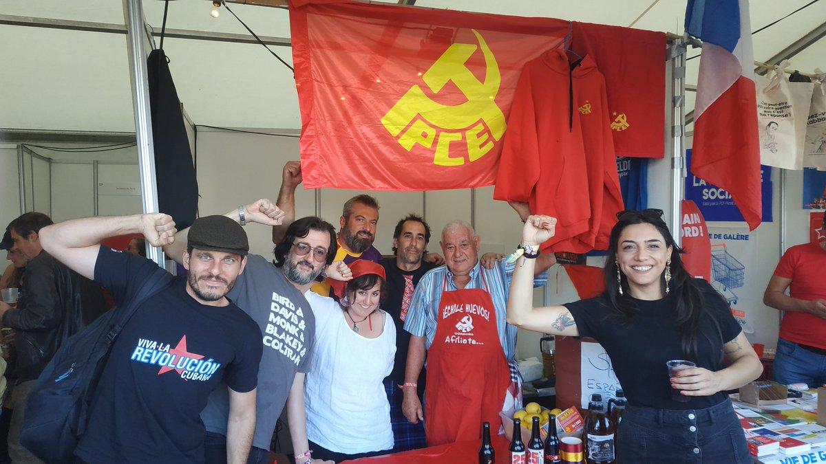 ✊ Desde el @PCELuxemburgo, visitamos a los camaradas del @PCEExterior y @PCEBelgica, que montan su stand en el @manifiesta_be junto a los camaradas del @pcacordoba. ¡Venid a visitarlos!