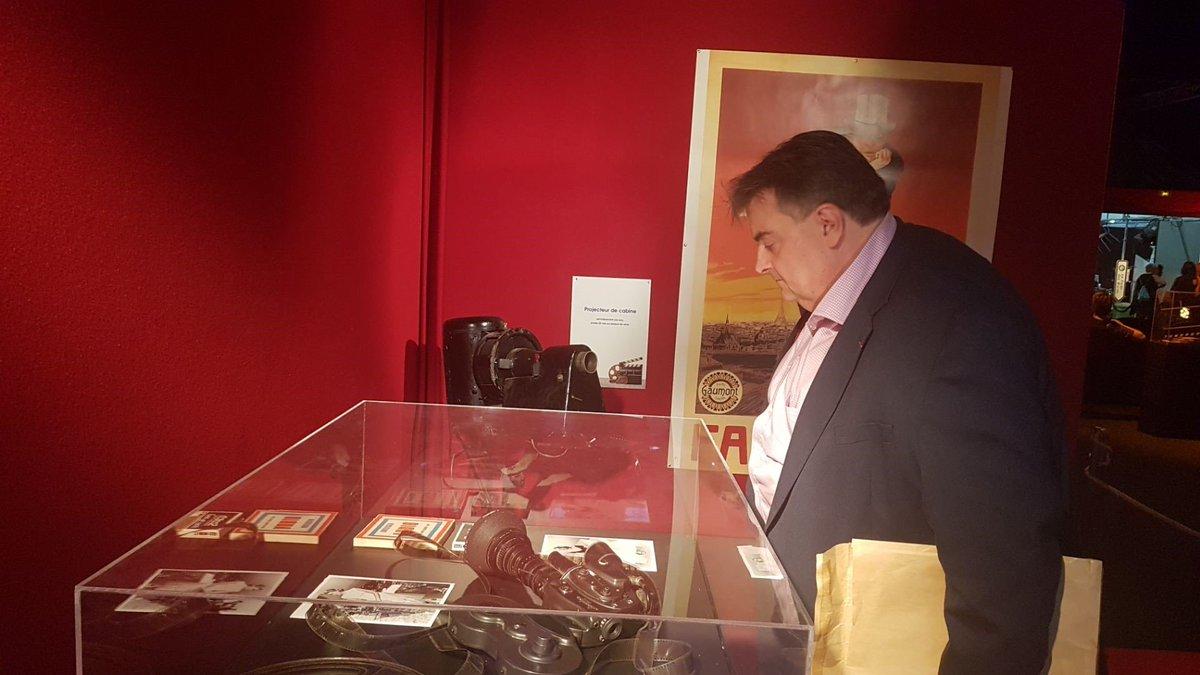 [ INVITE D'HONNEUR DE L'EXPOSITION-EVENEMENT ⭐ ]Richard Patry fait ses premiers pas dans l'exposition-évènement ... 🎞️🎬📽️#FoiredeCaen #cinéma #invité https://t.co/POE3Dtgl2u