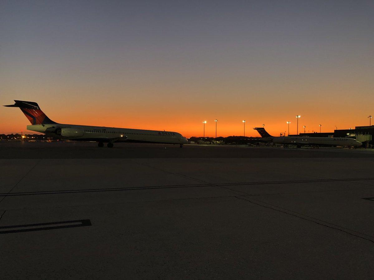 Gotta love those airport sunrise views! Great pic, Frank! #SceneAtBWI #MDOTscenes