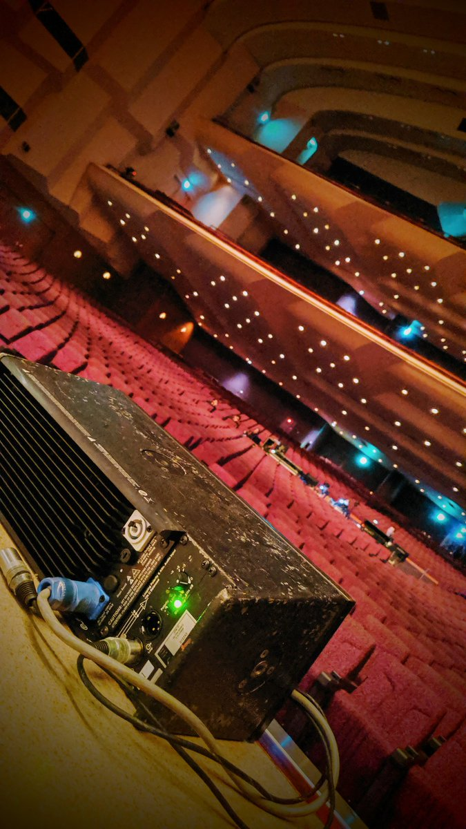 本日の交響組曲エオコン、大歓声の中終えることができました。ご来場の皆さんありがとう!!!また明日、ヒカセンとヤミセン達に、楽しんで頂けるよう、音の黒薔薇製造頑張ります!よろしくお願いいたします! #FF14 #交響組曲エオルゼア