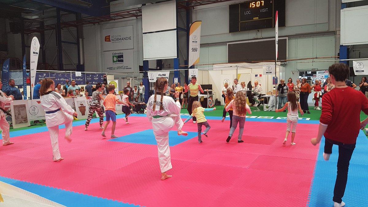 Actuellement au Village des Sports by E2SE Management, démonstration de Taekwondo. #E2SE #VillagedesSports #FoiredeCaen https://t.co/ilhGDH9vTm