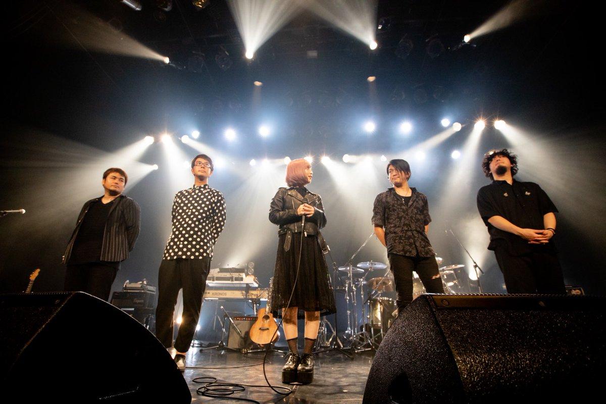 """「ReoNa Live tour2019 """"Colorless""""」初日・大阪 BIGCAT、無事終演しました…🐾お歌、受け取りに、会いに来てくれてありがとう。伝えようとした目一杯、届いていますか…?届けようとした目一杯、響いていますか…?ここからお歌を繋いでゆくよ…👁🗨#ReoNa#ReoNa_ZERO#Colorless"""