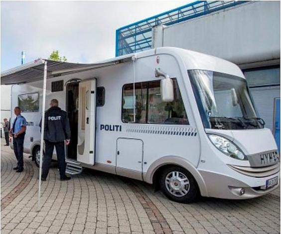 Efter en kort pause er vi igen til stede med den mobile politistation på Gildbrovej i Ishøj. Vi er der frem til kl. 2100, hvor I kan tale med lokalpolitiet.  https://t.co/PgKSWJAEYW