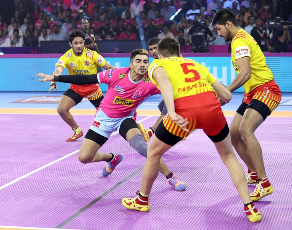 HT: #JAI 15 - #GUJ 10  Good all-round show from the #PantherSquad as we lead by 5 points  #RoarForPanthers #TopCats  #JaiHanuman #JAIvGUJ #IsseToughKuchNahi #VIVOProKabaddi