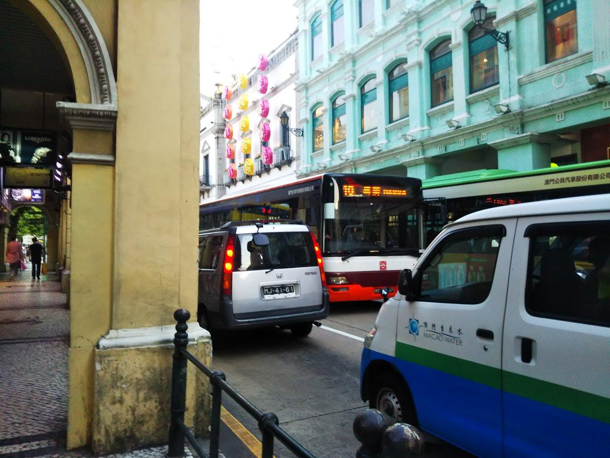 マカオの移動は主にバス。6パタカ均一料金なんだけど、お釣りは出ないので、ATMで海外キャッシングした100パタカ札しかなくてすごく困った(1便見送って何とか小銭確保)。