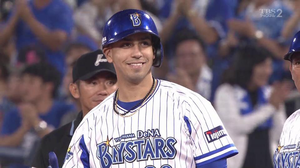 ⚾️DeNA×ヤクルト 25回戦 横浜スタジアムネフタリ・ソト 2死2.3塁のチャンス‼️ライト前2点タイムリーヒットで7点目🙌🎊自身初の100打点到達✨打率.267 40本塁打👑100打点👑(2019.9.14) #baystars