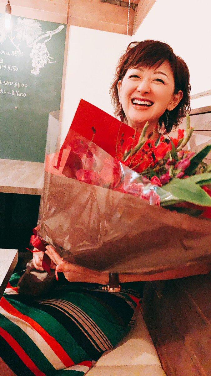高校の同級生に独立のお祝いをしてもらいました。卒業して25年経っても繋がっている親友たちに感謝!40代をそれぞれに生きる友に元気と勇気をもらいました。友よ!ありがとう!!!#函館白百合高校#持つべきものは友