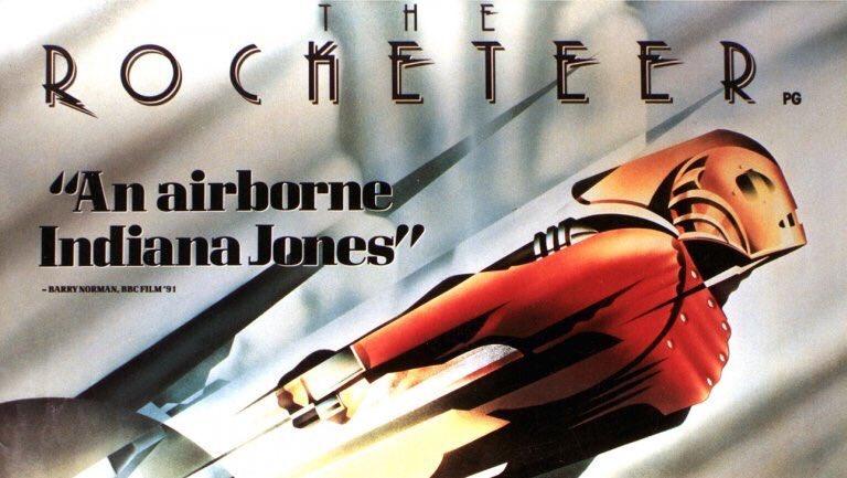 J'ai eu une envie soudaine de mater ce film, pas revu depuis au moins 20 ans ! Verdict : il fonctionne encore très bien ! Un film d'aventure dynamique et positif de Joe Johnston, dont on retrouve un peu la touche steampunk dans Captain America First Avenger. <br>http://pic.twitter.com/UI7ZqMKauC