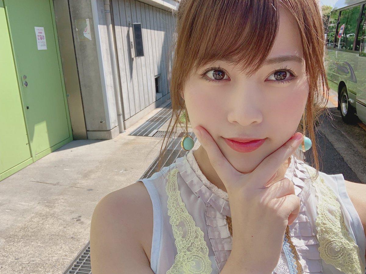 今日は 大阪で『AKB48・STU48合同握手会🚢』がありましたよ〜!握手もミックスだったけど 目まぐるしく回るので 私たちが話せる時間あんまりない〜!笑 朱里ちゃん、美優ちゃん、濱ちゃん、桃ちゃんが一緒だったよーう!みなさん お帰り気を付けてください!ありがとうございました⚓️👙