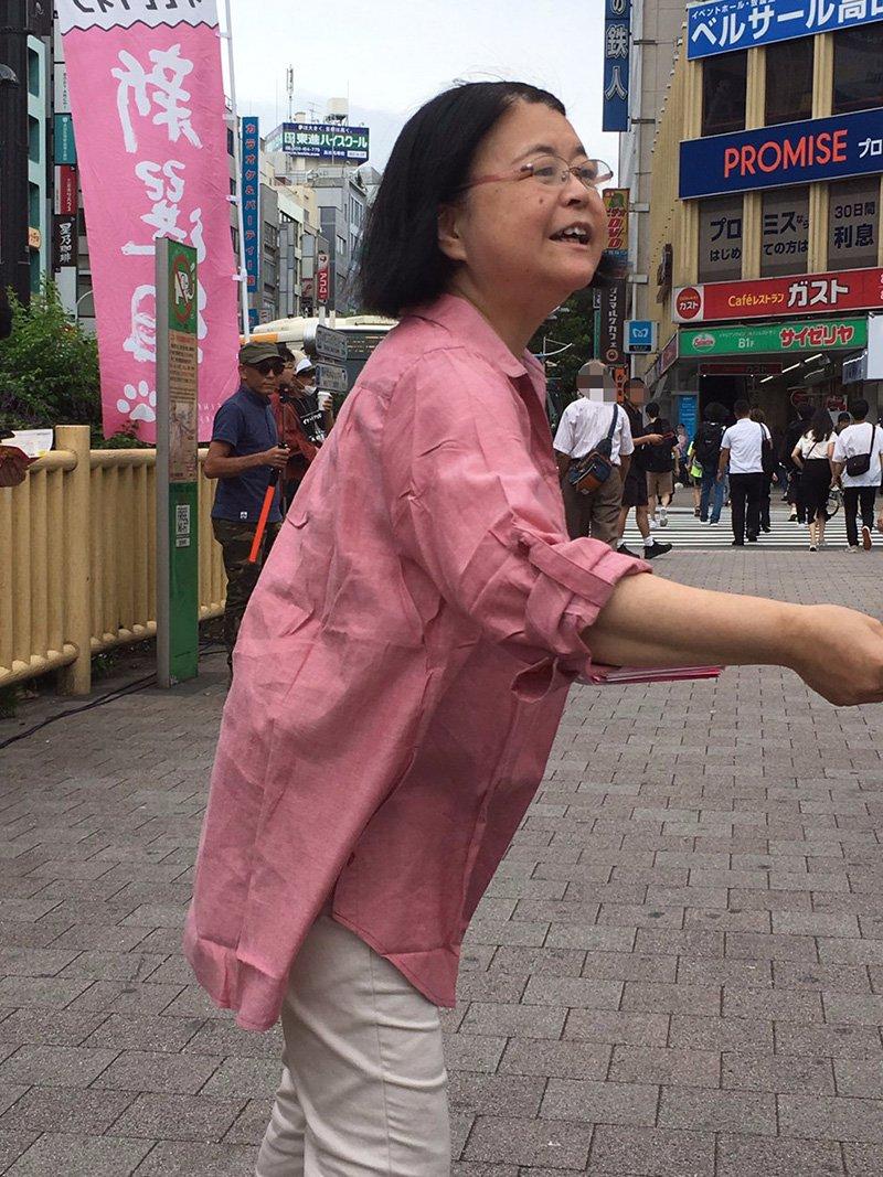 本日午後2時から高田馬場駅前のロータリーで、山本太郎さんのゲリラ街宣が行われました。私はチラシを配りと寄付の窓口でお手伝いをいたしました。最後に急に太郎さんから「てるちゃんも話して」と言われて少しお話しをしました。