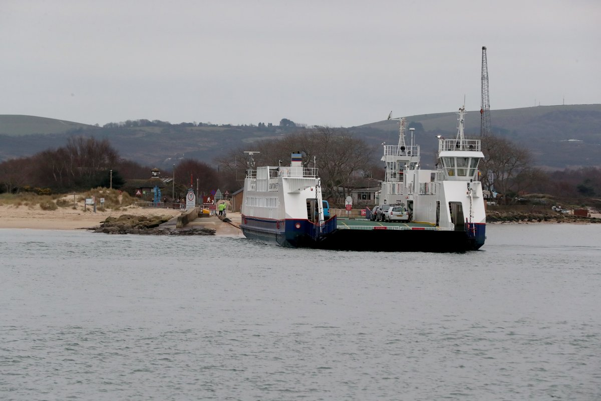 4) Sandbanks ferry bosses say they've explored alternatives for supplying a future service while the chain ferry is under repair  http:// bit.ly/2migjNH    <br>http://pic.twitter.com/q2zvZ9Y99A
