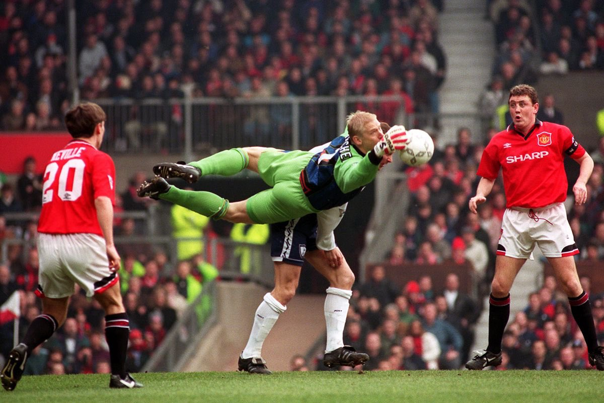 BIG DEBATE | Who was the better Man Utd Goalkeeper ?  RETWEET for Schmeichel LIKE for De Gea COMMENT for other  Please follow @andrew_ruscoe https://t.co/AtjdjlrLFW