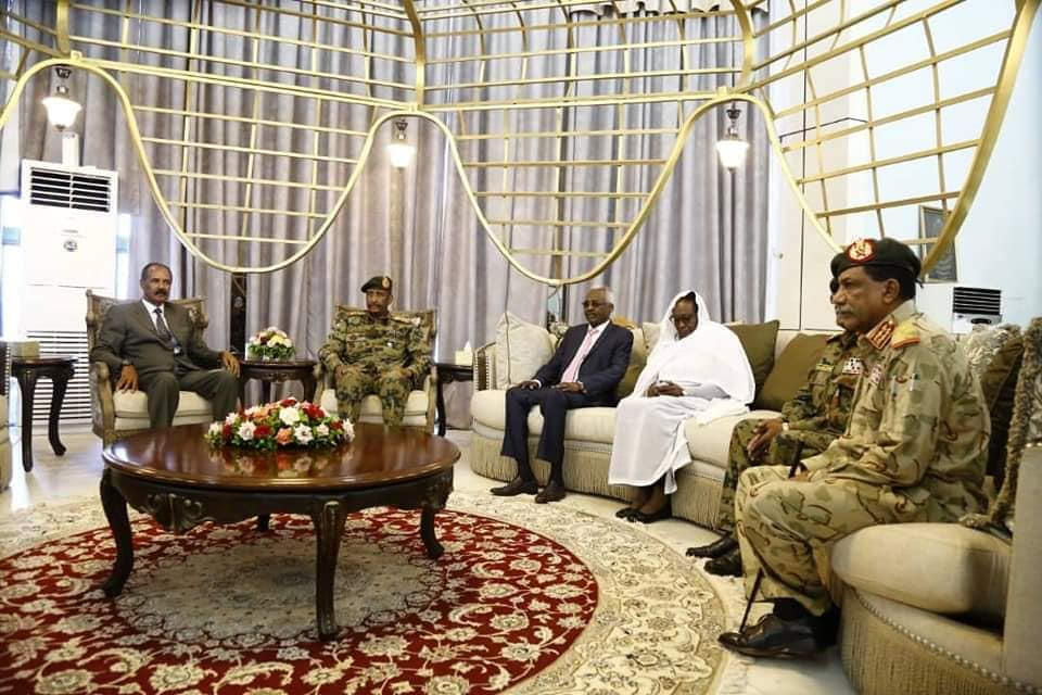 Pre. Isaias congratulated the leadership & people of Sudan for their historic achievement in bringing to an end a painful chapter that lasted for 3 decades. He also said that the people of Eritrea will never forget the support of the Sudanese people, in their struggle for freedom <br>http://pic.twitter.com/WlqJNLzzBc