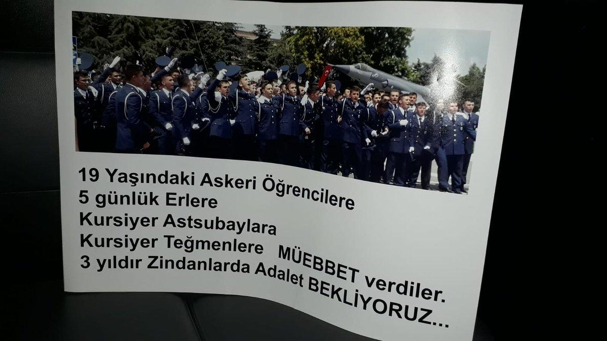 Melek Çetinkaya bir anne, oğlu Furkan Talha askeri öğrenci ve 18 yaşında üç müebbet hapis cezası aldı. @Melekcetinkay76 sadece adalet istiyor Ankarada Sakarya Caddesinde elinde ki bu pankart nedeniyle gözaltında alınmış. @gergerliogluof