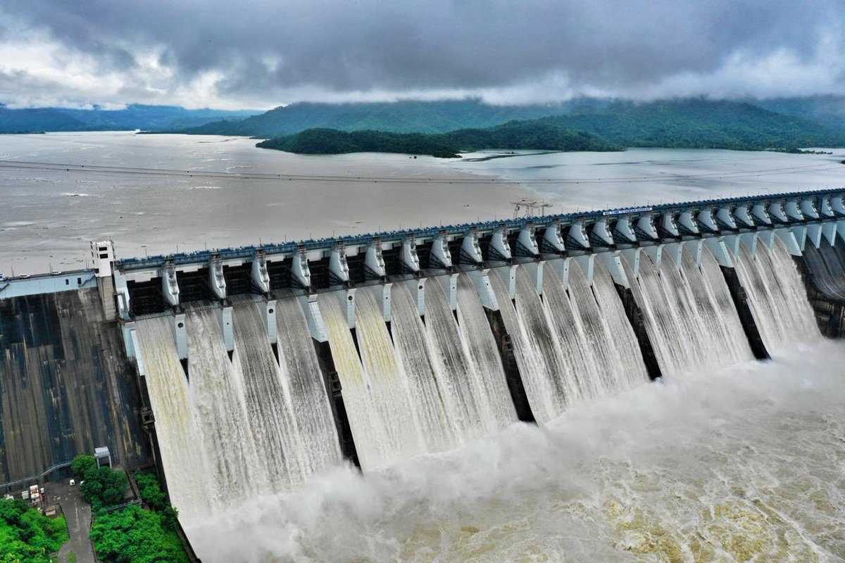 Sardar Sarovar Narmada dam 98.34% full, water level 138.14 m and ...
