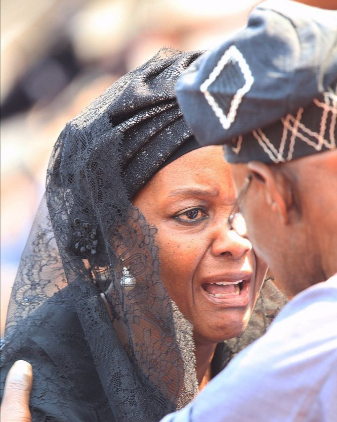 """Former First Lady of Zimbabwe GRACE MUGABE cries to former PRESIDENT OLUSEGUN OBASANJO, something like: """"your friend is gone..."""" <br>http://pic.twitter.com/4qnbG8hZQO"""