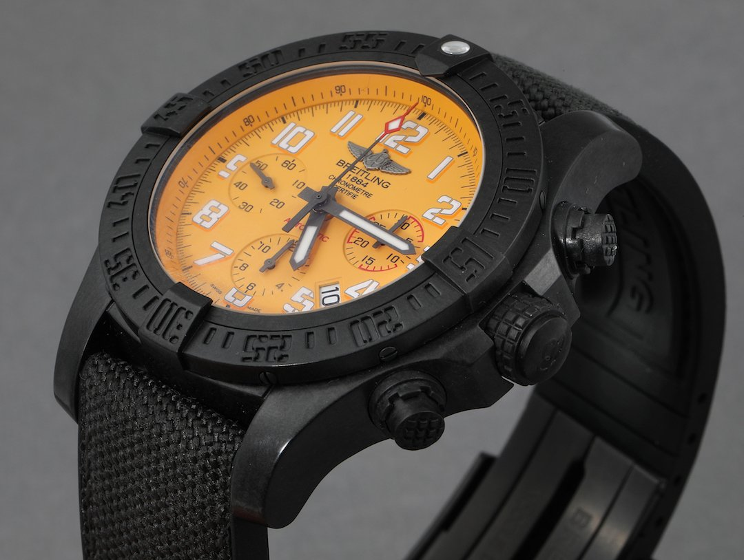 Powerful aesthetic, easy on the wrist.  The Breitling Avenger Hurricane comes in a matte black polymer Breitlight case - about three times lighter than titanium, and six times lighter than steel. http://swisswatchexpo.click/avenger  #Breitling #BreitlingAvenger pic.twitter.com/TbTn0pOHgz