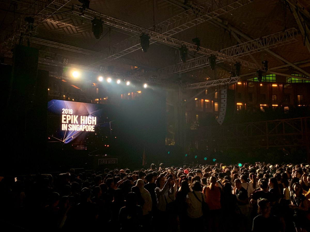 Singapore are you ready for #EPIKHIGH?! Btw please make sure to stay hydrated cuz the haze is really bad tonight >< Take care to move back and out of the mosh pit if you don't feel well! #EPIKHIGHinSINGAPORE #epikhigh2019tour