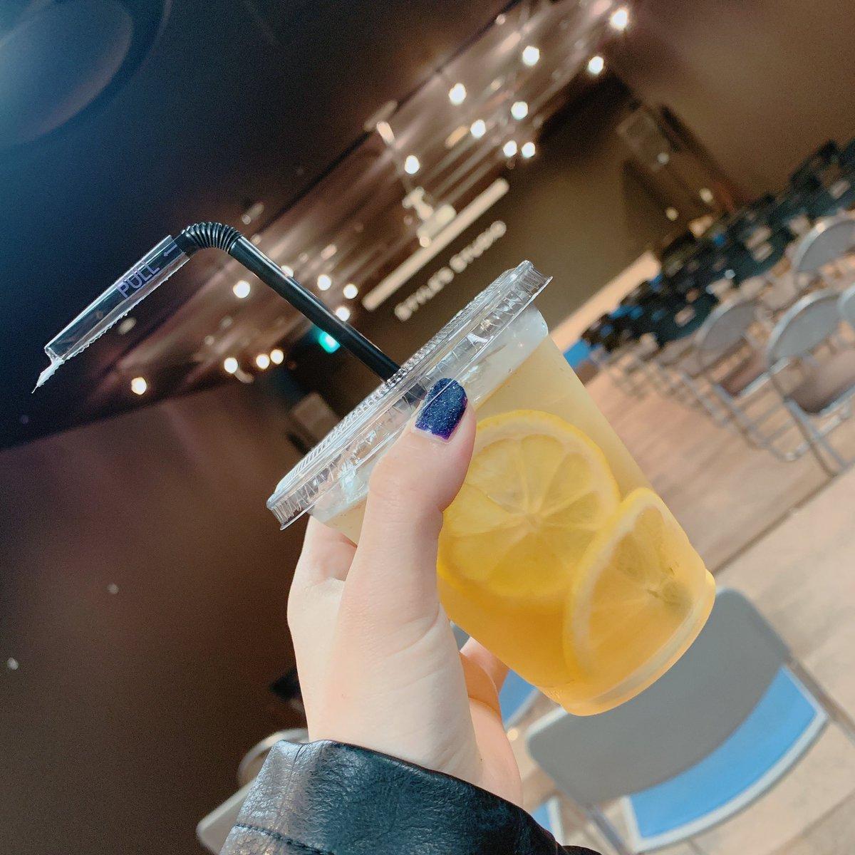 本日のリリースイベント会場お隣のカフェ「STYLE'S  COFFEE」さんのレモネード…🍹とっっても美味しい。ご馳走様でした…!また帰ってきます…🐾#新星堂#Null#ReoNa