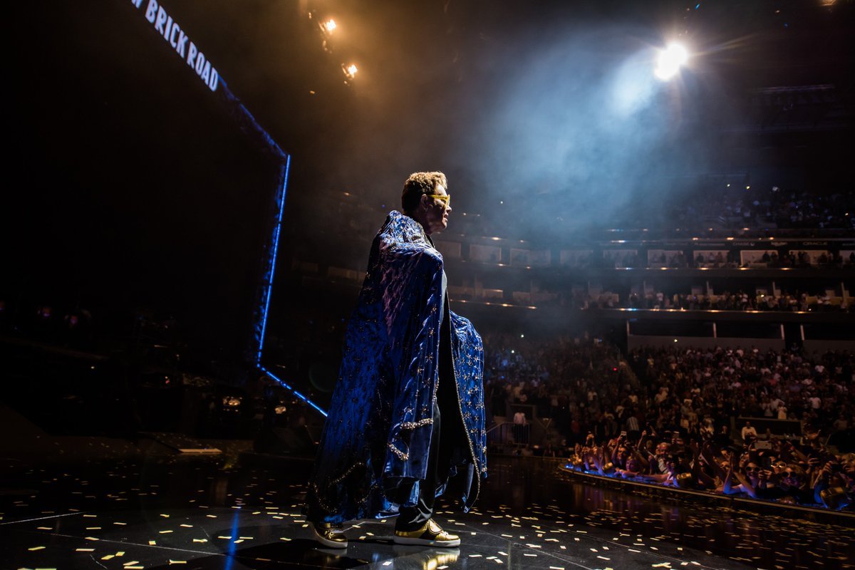 Sunday night in San Fran, with the #EltonFarewellTour at @ChaseCenter tonight! 🙌🎊 📷: Ben Gibson
