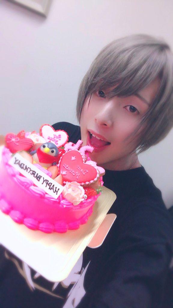 ニコこれ北海道ありがとうございました(*´ω`*)ケーキ、お花、ありがとうございました。皆さん本当に温かくて、最高の1日でした。たくさんのコラボができて楽しかったぁ🎶お写真、りりりとなよはちゃん!ありがとう〜(*´ω`*)
