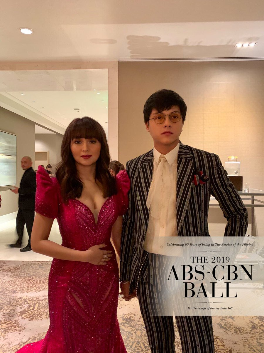 OMG OUR JAWS JUST DROPPED! Kathryn Bernardo and Daniel Padilla at the #ABSCBNBall2019   #KathNiel<br>http://pic.twitter.com/hhKwkj5oMY