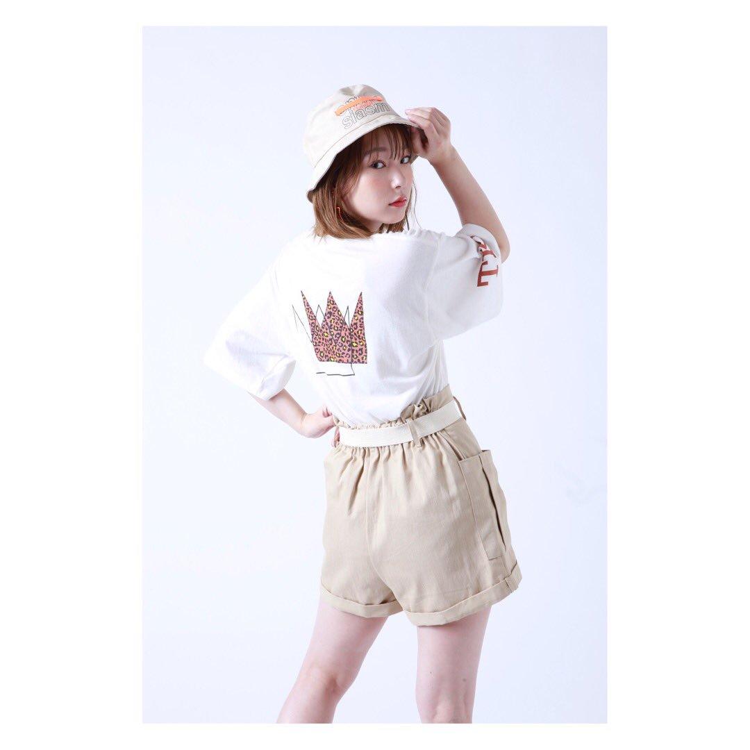 TK2のTシャツみなさんゲットできましたか?!薄手で大きめのサイズに作っているので、重ね着大歓迎なかんじです!寒くなったら下にシャツ着たりするのgoodだよ〜。きっと在庫も多めなので焦らずお買い求めくださいね☺️💗私も着たらインスタあげるー!#TK2 #atmospink
