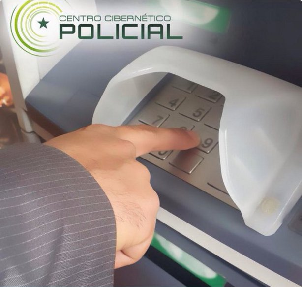 Digite la clave con precaución y tape el teclado para evitar que pueda ser vista por otras personas. #SeguridadFinanciera #Ciberseguridad #TodosContraElHurto