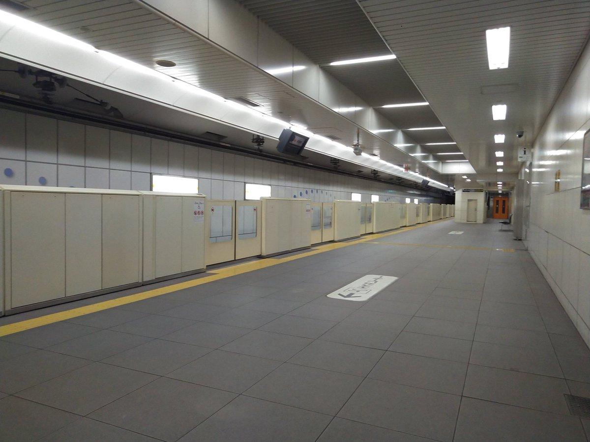 #大阪地下鉄 #今里筋線 まぁ〜何と言うか……説明が難しいぐらいに見事なレベルの『無難』『普通』デザインですな。今里筋線は。  関目成育と清水駅以外、『よく見ないと』特徴が無ぇ…………(汗)。