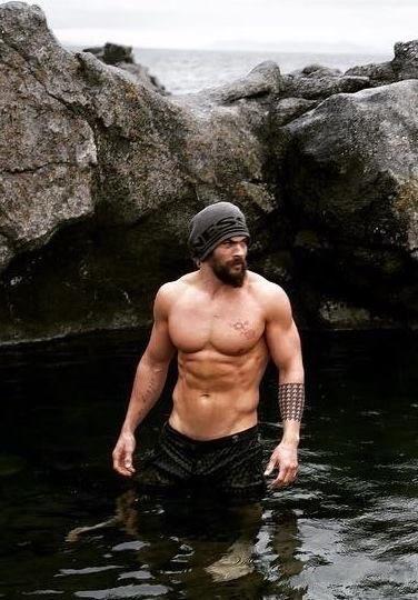 Need some shirtless Jason Momoa to wake you up? 🔥❤️#braven #shirtlesssaturday #JasonMomoa