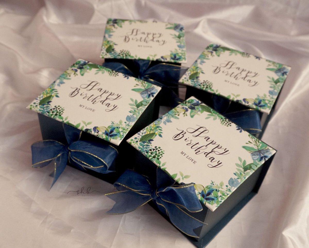 Ready stock 10*10*7cm  55k Material: cartonboard 30, cover artpaper doff, jasmine paper pengiriman sudah dengan bubblewrap  Pemesanan via: wa: 081320776934  #kotakkado #kotakkadobandung #box #gift #custombox #hampers #packaging #cookiesbox  #kemasan #custompackaging #exclusiveboxpic.twitter.com/v1sh5Ccd9R
