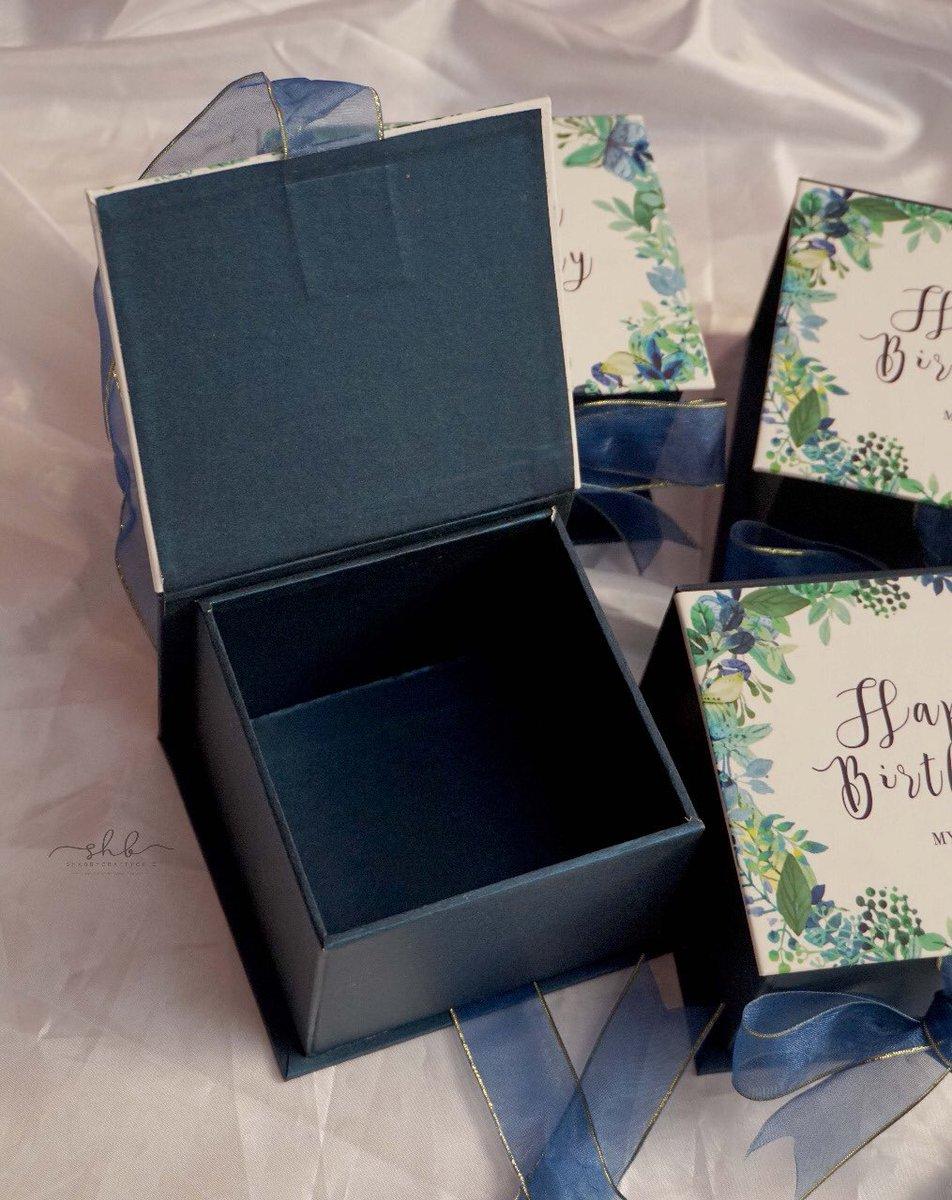 Ready stock 10*10*7cm  55k Material: cartonboard 30, cover artpaper doff, jasmine paper pengiriman sudah dengan bubblewrap  Pemesanan via: wa: 081320776934  #kotakkado #kotakkadobandung #box #gift #custombox #hampers #packaging #cookiesbox  #kemasan #custompackaging #exclusiveboxpic.twitter.com/wdilwi0Avb
