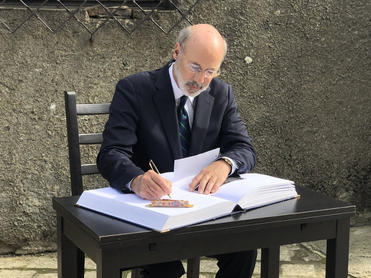 Pennsylvania Governor @GovernorTomWolf visited @AuschwitzMuseum today. He placed a wreath at the Wall of Death to honor the victims of Auschwitz.   In the Gestbook he wrote names of  the victims of the Tree of Life Synagogue shooting.   '100% tolerance; 0% hate.' <br>http://pic.twitter.com/b9IWK430rC