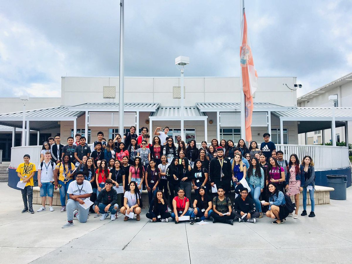 Sooo excited to have the entire famiLIA together for the 1st time this year! Our president, Gabriel, shared the impact LIA has had on his life and encouraged each of us to take the initiative to turn our ideas into action. Can't wait to see how we grow in 2019-2020 #makeithappen <br>http://pic.twitter.com/oNYDbhiYR3