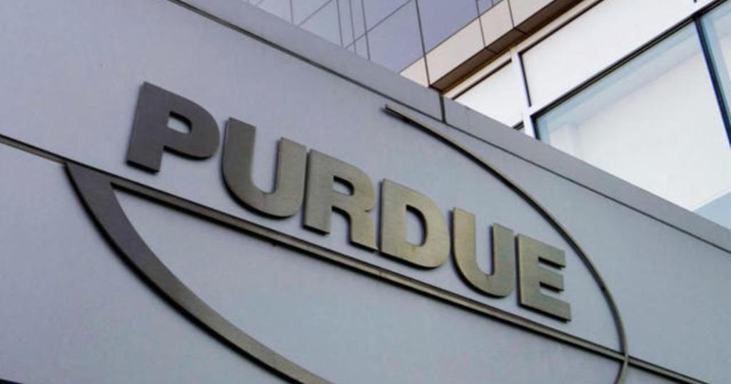 Purdue Pharma owners the Sackler family accused of hiding $1 billion in Swiss accounts cbsn.ws/2ZWCk7z