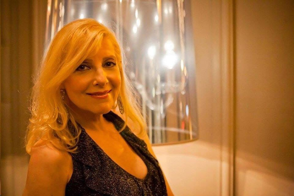Please join us tonight @CatchThirtyFive Chicago for stellar vocalist, Laury Shelley. Tours with the great #michellegrand in her resume. Not to be missed!!! @WDCBPublicRadio #jazzvocals #lauryshellysings