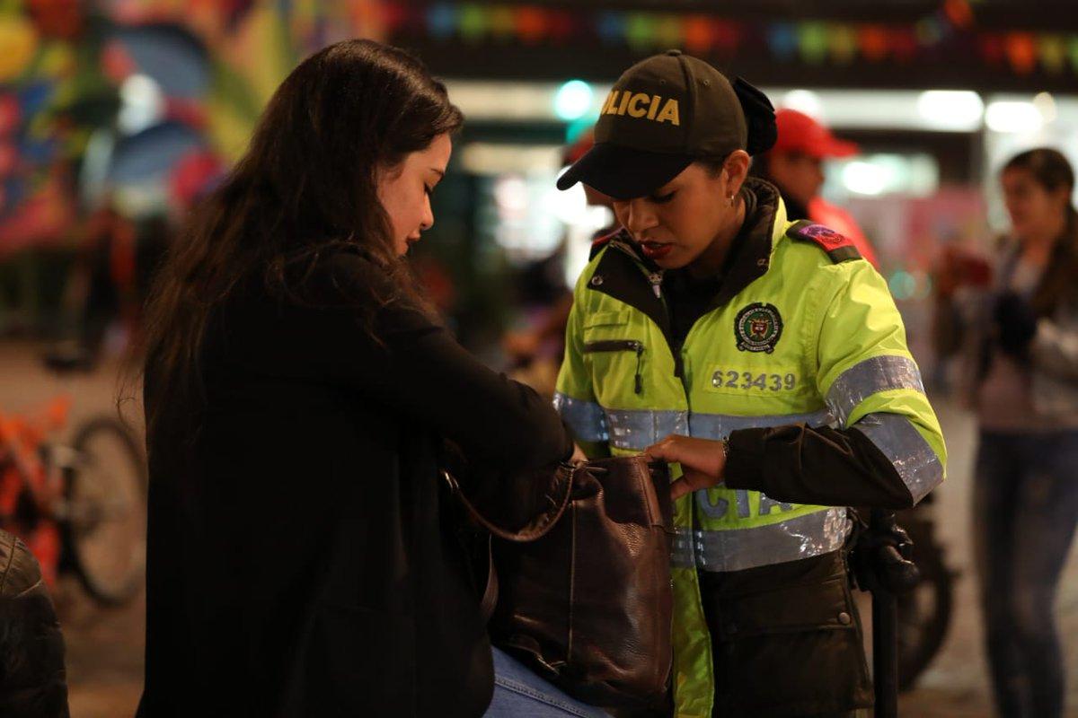 #Chapinero Se realizó intervención integral al sector de la zona T,  más de 150 funcionarios @PoliciaBogota , @Bogota ,@MigracionCol  y @FiscaliaCol. #TodosContraElHurto #TodosContraElHomicidio