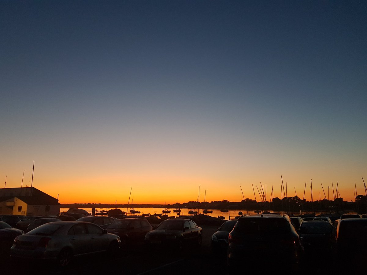 This beautiful sunset across @mudeford_quay last night was to die for.   https://www. instagram.com/p/B2Y_2nNnisa/ ?igshid=1qzifm6593d71  … <br>http://pic.twitter.com/Su9nHog7zF