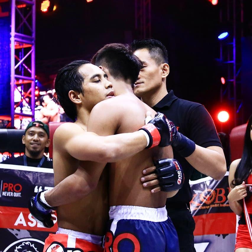 Asep Abdul berhasil memenangkan pertandingan melawan Nur Humam hanya dalam 1 ronde dengan kemenangan tap out menggunakan teknik rear naked choke #OnePrideProNeverQuit31
