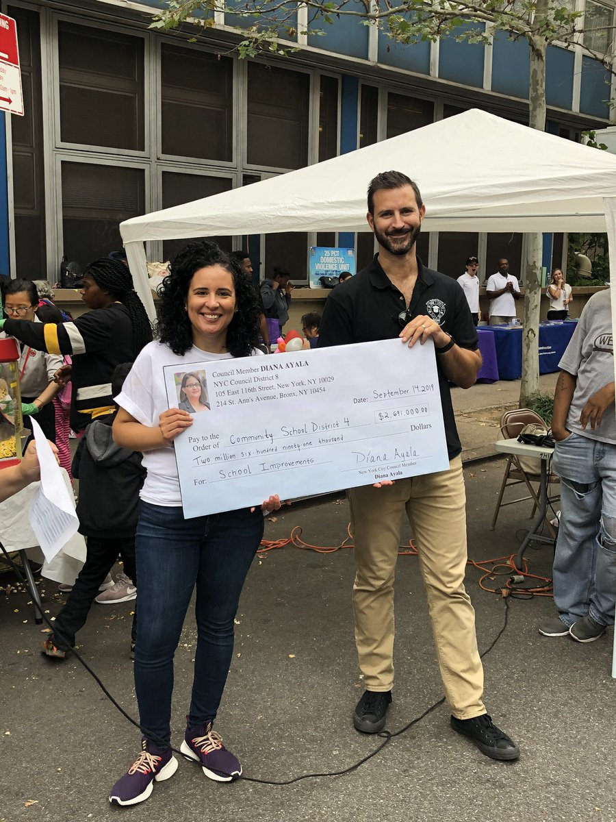 At the Annual Back to School Festival NYC Councilwoman Diana Ayala presented District 4 with an overview of money dispersed to schools during the 2018-2019 school year. @aestrel3 @cec4eastharlem @UFT @sterlingsilva3 #ChampionsforChildren #SparkingImagination4Innovation https://t.co/bxXe2jU23M