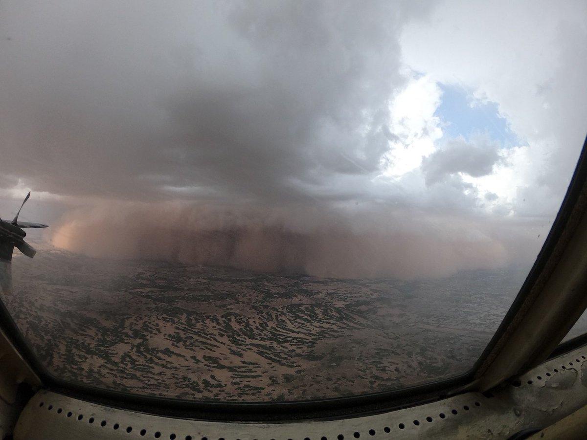 C-130 Hercules T-10 Spanish plane faces a sandstorm on mission in Africa Avión C-130 Hércules T-10 español se enfrenta a una tormenta de arena en misión en África