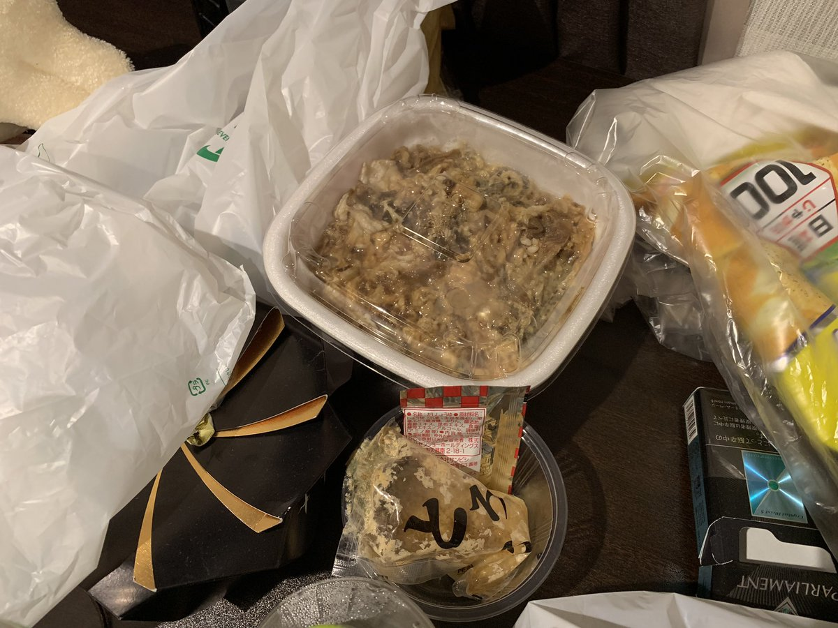 海鮮ちらし寿司 飲みかけ 清掃員 ペットボトル片手 東海オンエアに関連した画像-03