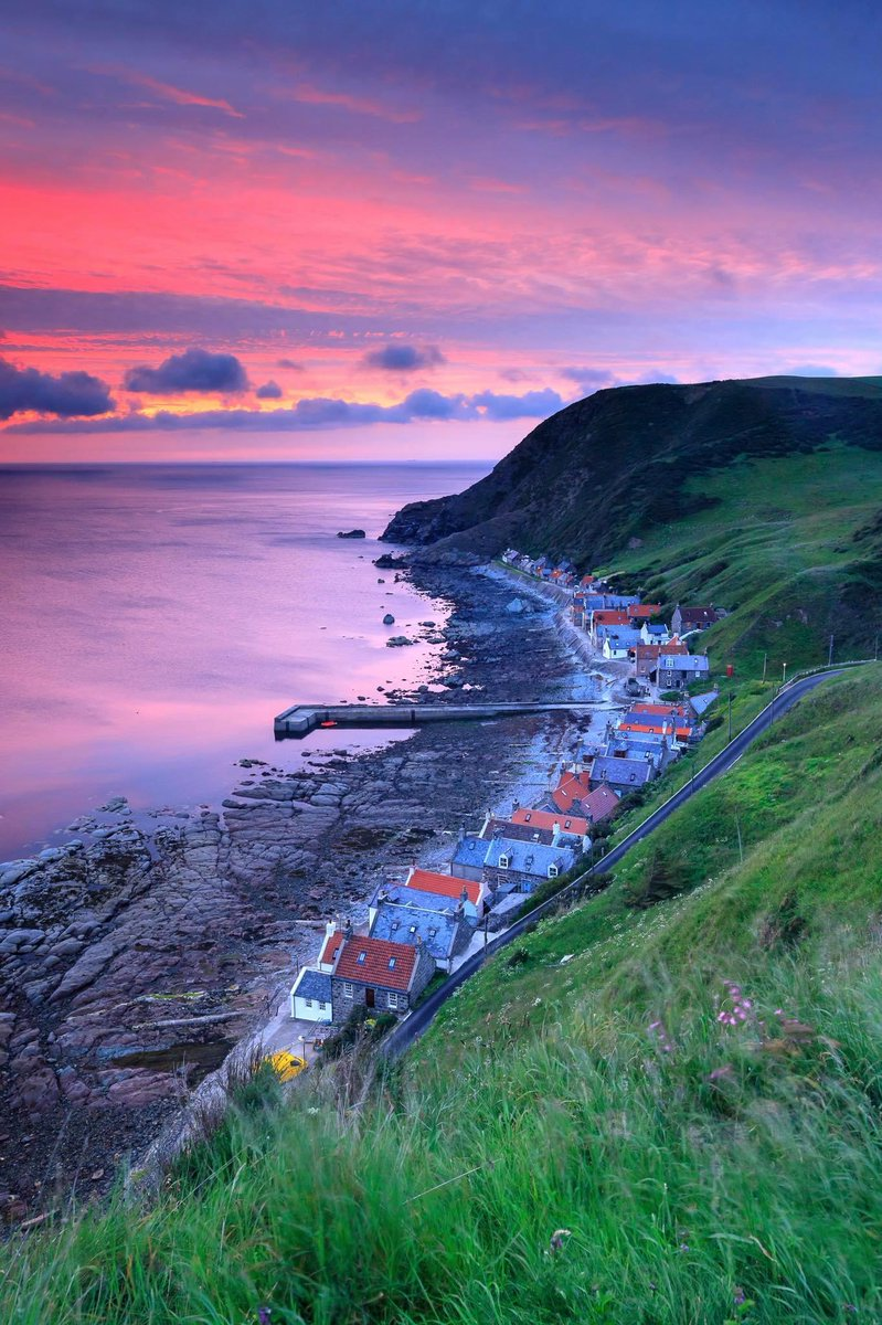 Now THIS is what we call a sunset  Where's your fave place to watch the sun go down in #Scotland?  Crovie, @visitabdn  FB/Neil Donald Photography#YCW2020<br>http://pic.twitter.com/OJHdmNz8YN
