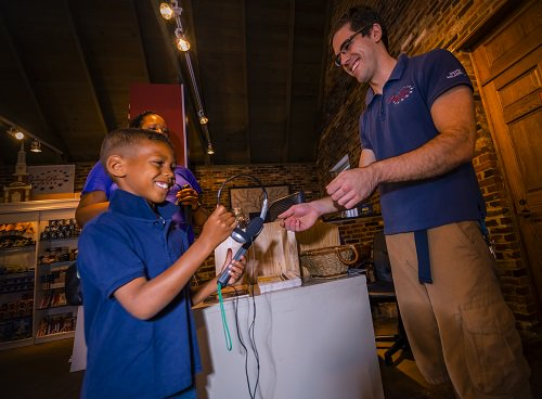 Get the full story, not just the flag story! With an audio tour at the Betsy Ross House, guests learn the history of the first flag AND about Betsy Ross, who overcame war to become a successful business owner.  Come discover Betsy Ross. Use the hashtag #betsyrosshouse <br>http://pic.twitter.com/ucFo41Nzp9