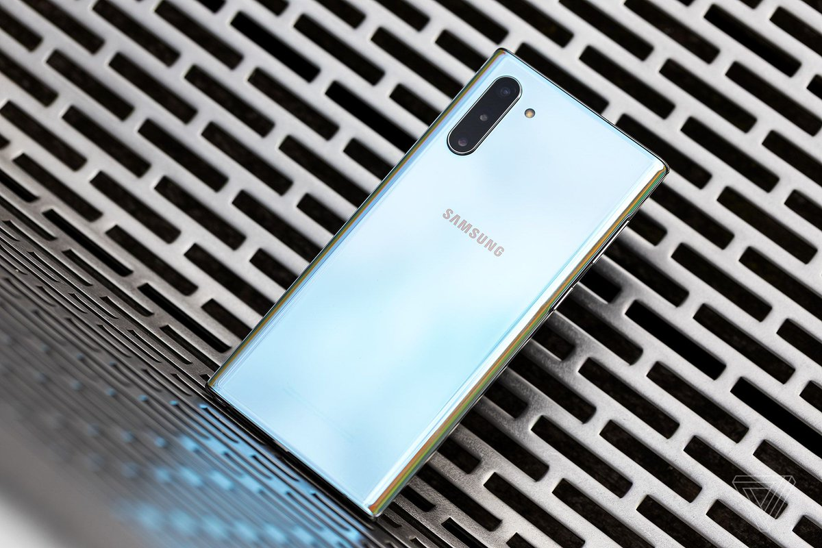 Microsoft will give iPhone users up to $650 toward a new Samsung Galaxy Note 10