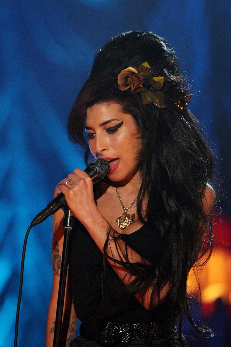 Today we are remembering Amy Winehouse, the incredibly talented soul and jazz singer would have been 36 today.  ---> https:// bit.ly/30P9cLs      © Getty Images<br>http://pic.twitter.com/nQxtGxyvmQ
