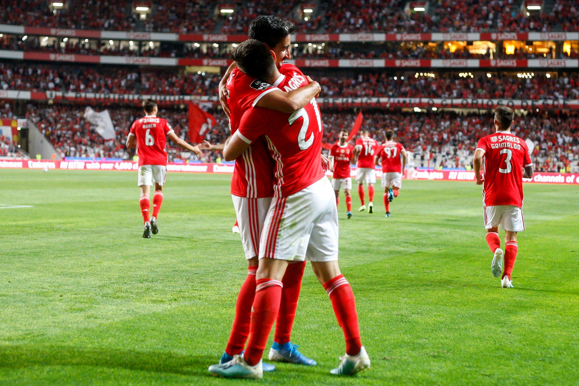 Benfica derrotó por 2 a 0 a Gil Vicente y no le pierde pisada al líder Famalicao (Vídeo) EEdBDN8XsAAuoUx?format=jpg&name=4096x4096