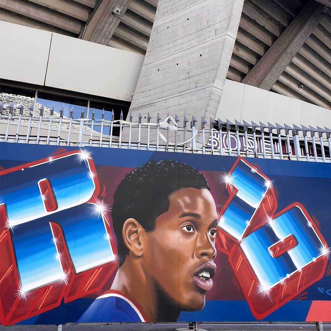 Ronaldinho a sa fresque au Parc des Princes