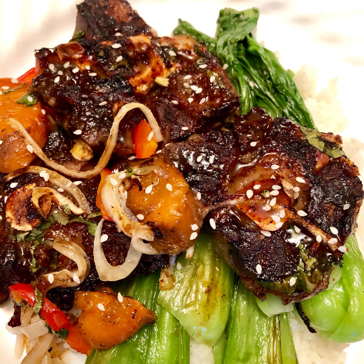 Broiled Kalbi oxtail with seared Shanghai Choy and Jasmine rice <br>http://pic.twitter.com/1tjgrpjUXv