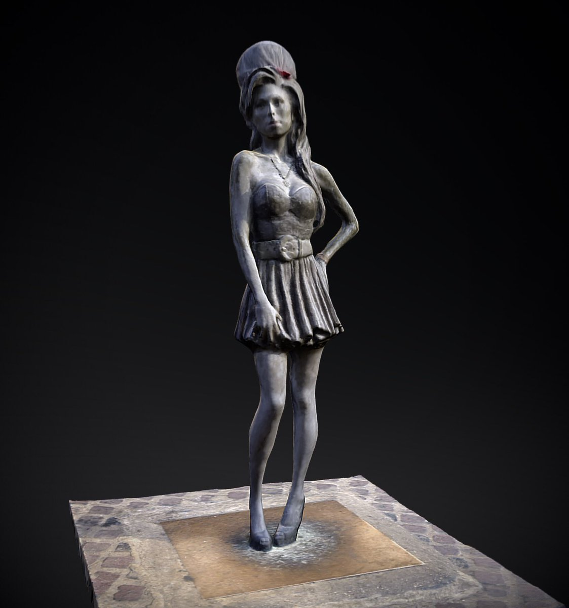 Legendary soul singer #AmyWinehouse was born #OTD in 1983. This #sculpture in #CamdenTown by artist @_ScottEaton_ was unveiled 5 years ago today to honour Amy's amazing music career. You can now interact with our #3D scan of her statue in #3D, #VR & #AR at http://skfb.ly/6MoRJ
